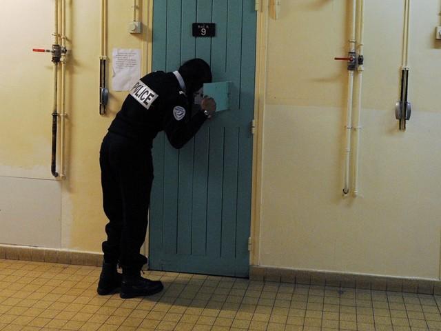"""Coronavirus : """"C'est une question de jours avant qu'on compte les morts"""", témoigne un détenu"""