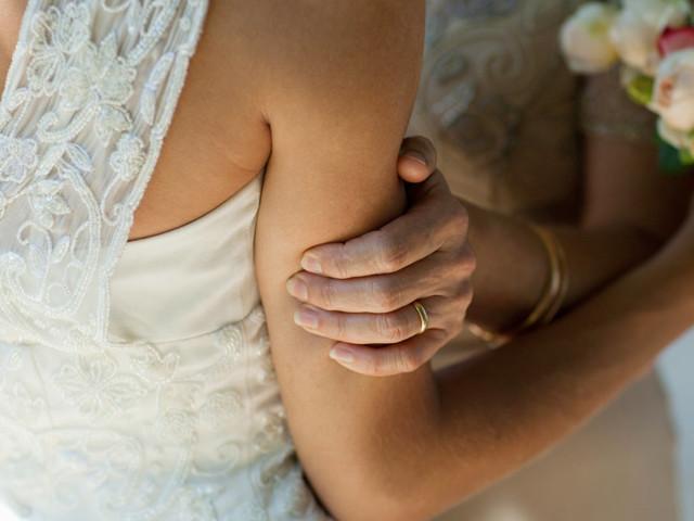Le jour où j'ai trouvé un mari, sans savoir que je perdais aussi ma mère