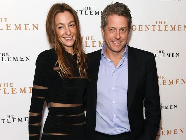 Hugh Grant célèbre son retour au cinéma avec sa femme Anna Eberstein