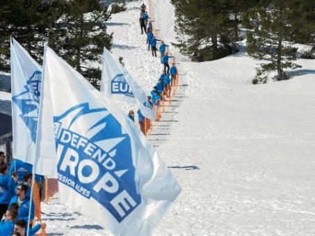 Génération identitaire jugée jeudi pour son opération anti-migrants dans les Alpes