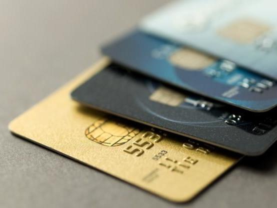 La carte bancaire continue de siphonner le chèque