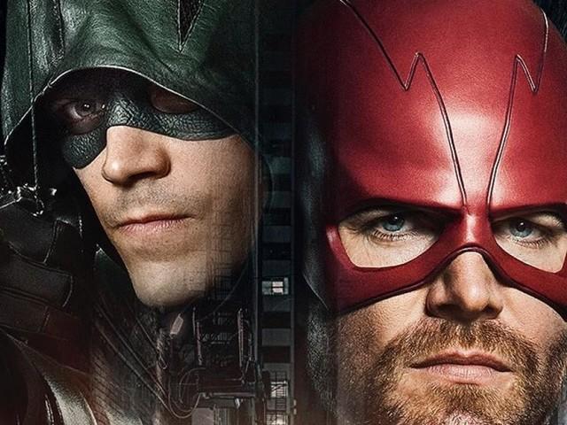 Supergirl, Arrow, The Flash : Barry devient le Green Arrow dans un nouveau teaser du crossover
