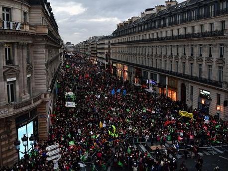 Des dizaines de milliers d'anti-PMA dans la rue à deux jours de l'examen du projet de loi bioéthique au Sénat