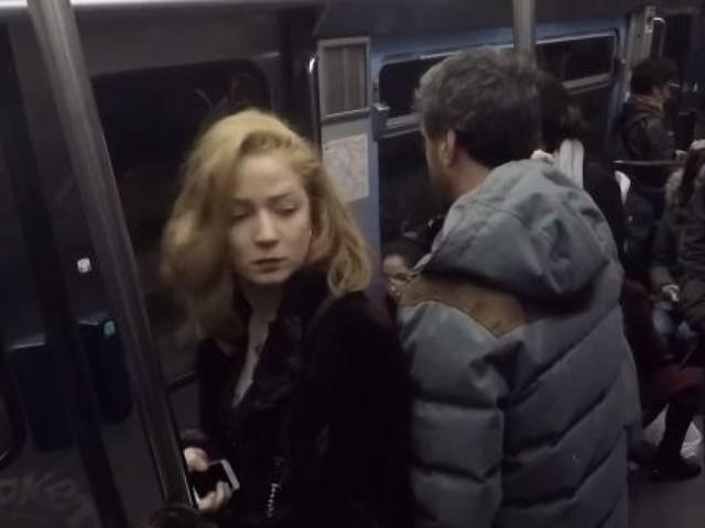 """""""Cam Clash"""": ils ont testé la réaction de Parisiens face à un frotteur dans le métro"""