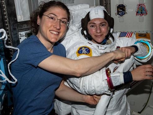 HISTORIQUE: la première sortie spatiale 100% féminine aura lieu aujourd'hui (vidéo)