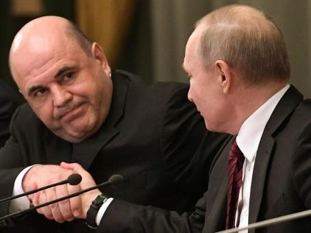Poutine forme son nouveau gouvernement, gardant des ministres clés