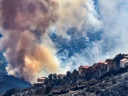L'Algérie, endeuillée, toujours en guerre contre les incendies ravageurs
