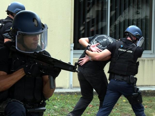 Stupéfiants : huit personnes arrêtées lors d'une vaste opération de gendarmerie