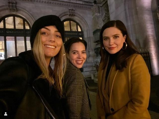 PHOTOS. Sophia Bush s'offre une virée de rêve à Paris avec sa bande de copines