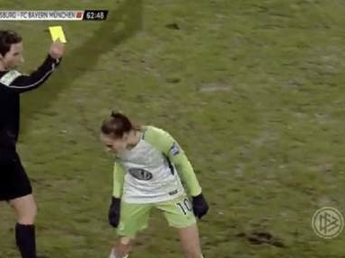 En pleurs, Tessa Wullaert voit rouge à cause d'un crachat vers l'arbitre