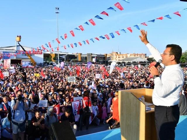 Turquie : à Istanbul, l'opposition menace toujours le parti d'Erdogan