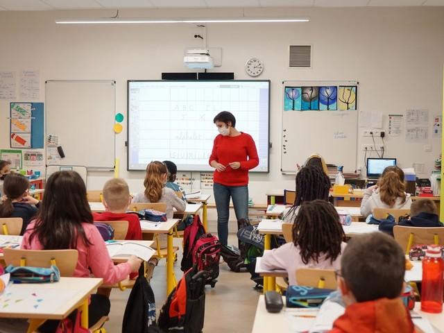 """Doublement du salaire des enseignants : une proposition """"inattendue"""" pour le SNPDEN, qui s'interroge sur """"les contreparties"""""""
