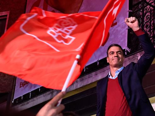 Elections législatives en Espagne: victoire fragile des socialistes et bond de l'extrême droite