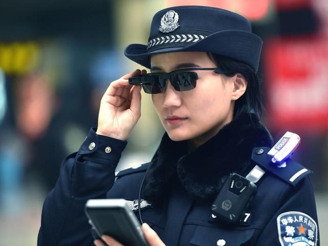 La police chinoise s'équipe de lunettes avec reconnaissance faciale