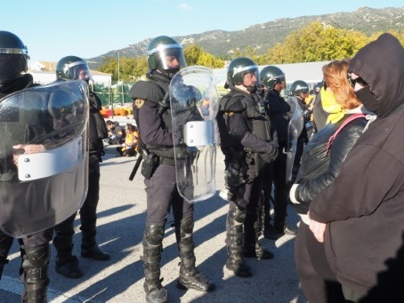 Des indépendantistes catalans délogés après avoir bloqué l'autoroute France-Espagne