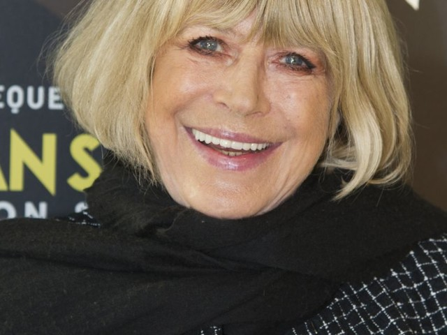 """Marianne Faithfull a le Covid-19 : la star de 73 ans est dans un """"état stable"""""""