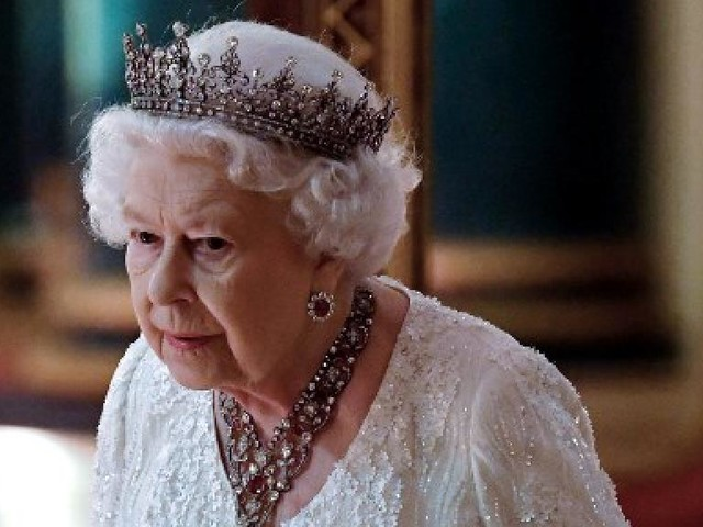 Royaume-Uni: la reine Elisabeth II souffle ses 92 bougies