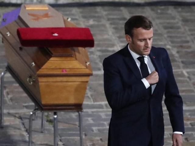"""VIDEO - Macron rend hommage au """"combat pour la liberté"""" de Samuel Paty"""