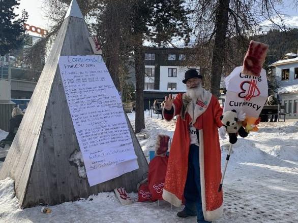 «Caring Currency»: à Davos, le «Père Noël de l'écologie» veut lancer la crypto du cœur