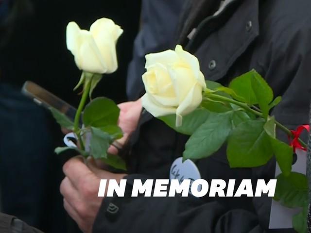 Attentats du 13 novembre: Des roses et un olivier en hommage aux victimes