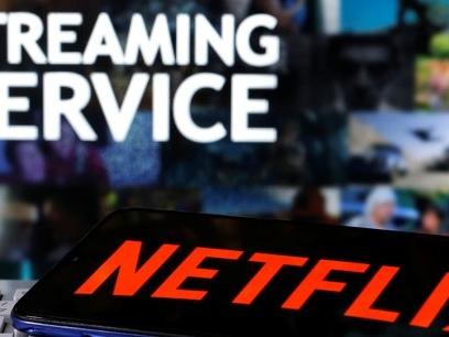 """Grâce au Covid, la télé résiste bien à la """"netflixisation"""" des usages"""