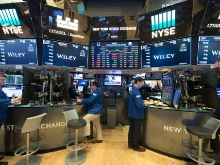 Wall Street, en ordre dispersé, affaiblie par Apple