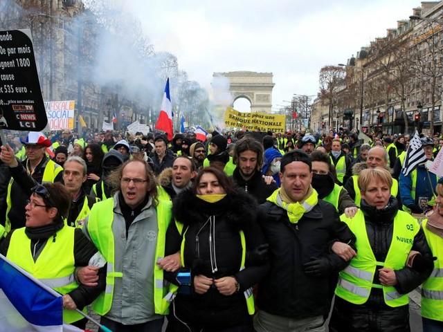 Les «gilets jaunes» veulent reprendre les Champs-Élysées pour leur anniversaire