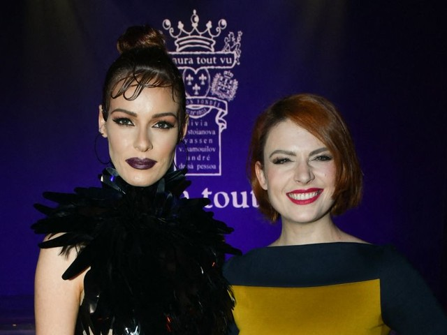 Maëva Coucke et Élodie Frégé : Duo craquant au premier rang d'un défilé cabaret