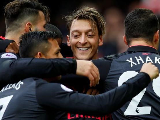 Foot - ANG - Arsenal gagne à Everton (5-2) avec un trio qui change tout