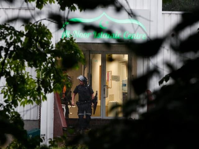 """Fusillade dans la mosquée de Bærum: Le gouvernement et le centre islamique de Norvège condamnent """"fermement cet acte terroriste"""""""