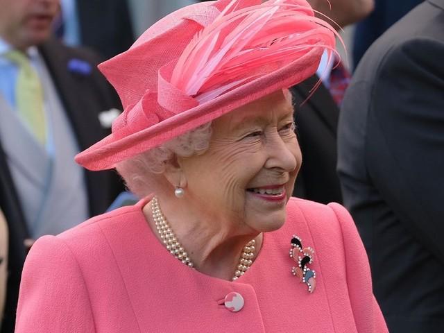 La Reine Elizabeth II : Un déjeuner annuel de Noël sans enfants à sa table!