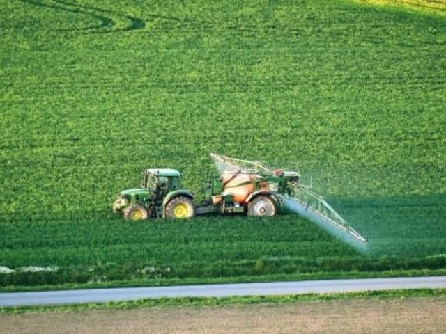 Distances d'épandage: le recours des maires anti-pesticides rejeté par le Conseil d'État