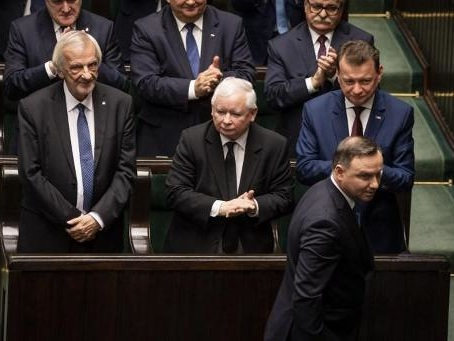 Les réformes judiciaires controversées doivent se poursuivre en Pologne