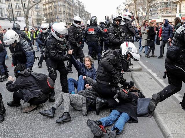 Les Français ont de moins en moins confiance en leur police