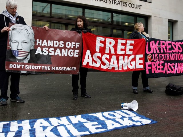 Ce n'est pas la démocratie qui meurt, c'est Julian Assange