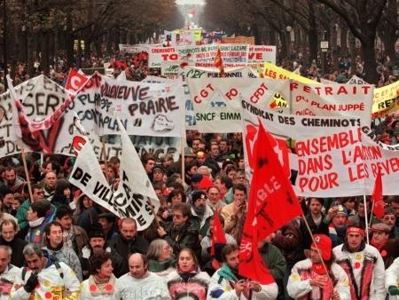 """5 décembre: un mécontentement social """"plus fort"""" qu'en 1995"""