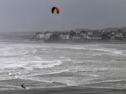 La tempête Ciara balaie le tiers nord de la France, fortes perturbations sur le trafic