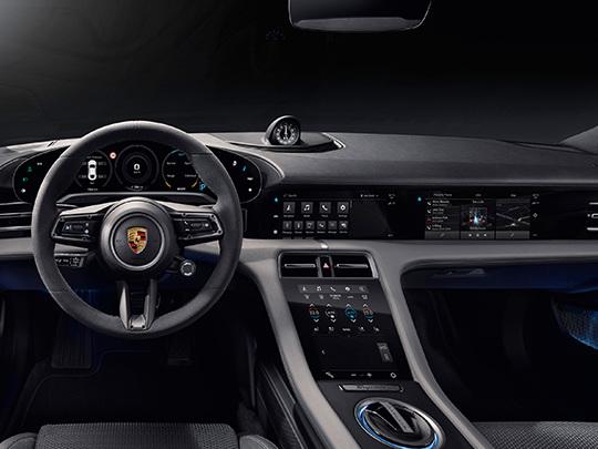 Porsche Taycan, des écrans à profusion sur la planche de bord
