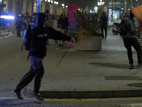Crise en Catalogne - Nouvelle nuit de tensions et de barricades à Barcelone