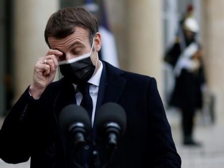Positif au Covid et très fatigué, Macron travaille à distance
