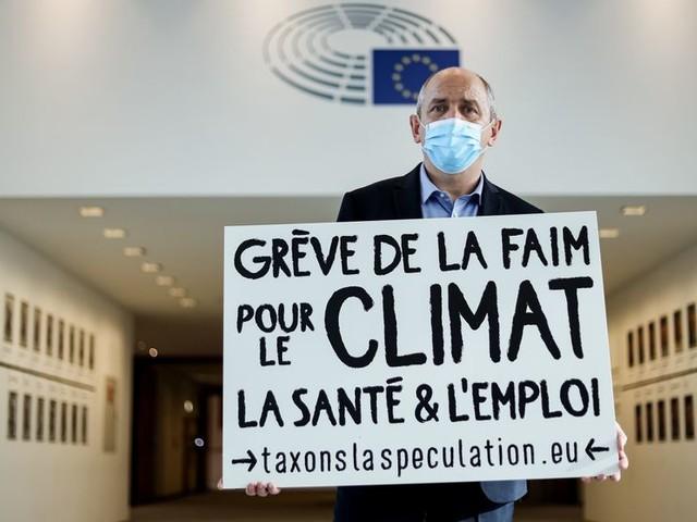 """Pierre Larrouturou : """"il y a quelque chose d'obscène quand on nous dit qu'il n'y pas d'argent pour les hôpitaux"""""""