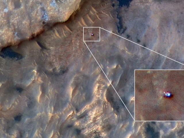 Vu de l'espace : Curiosity escalade le mont Sharp