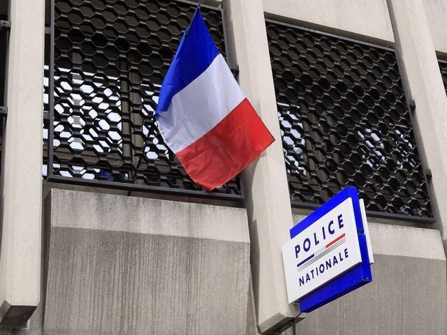 Pontault-Combault : la porte du domicile d'un policier recouverte de slogans