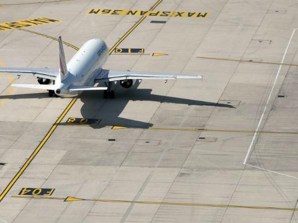 Une écotaxe de 1,50 à 18 euros sur les billets d'avion, annonce le gouvernement