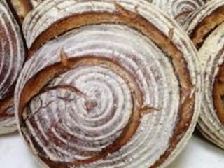 2 janvier 1991, Alex Croquet fou de pain et amoureux du levain ouvre sa première boulangerie à Lille