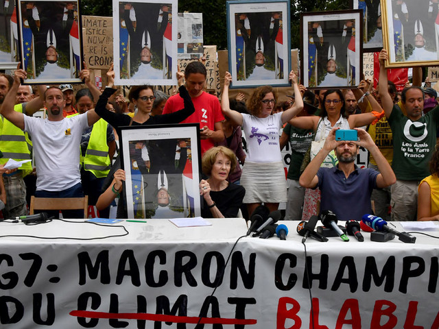 """G7 : à Bayonne, une """"marche des portraits"""" de Macron décrochés des mairies"""