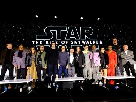La saga Star Wars s'achève après 42 ans, avec la défunte Carrie Fisher