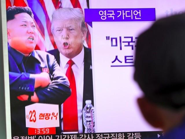"""La Corée du Nord menace de """"faire feu"""" autour de l'île américaine de Guam, après les menaces de Donald Trump"""