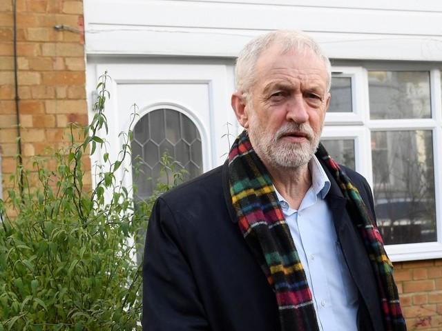 Elections au Royaume-Uni: Jeremy Corbyn s'excuse pour la défaite du Labour