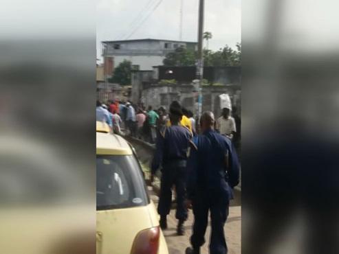 Elections en RDC: l'opposant de Félix Tshisekedi, Martin Fayulu, salue la foule dans les rues de Kinshasa (vidéo)